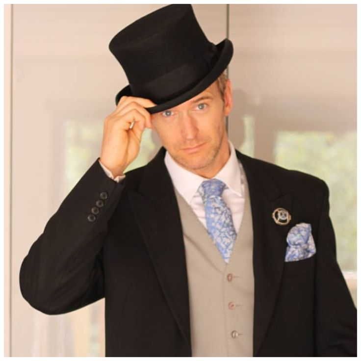 Hello Dapper Champagne Mr wearing his unisex Wearing Memories Button at the Royal Ascot Race! Top men's fashion!