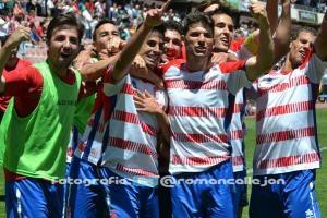 Los jugadores del Granada CF B celebran un gol ante el CF Trival Valderas en el estadio de Los Cármenes. (Foto de Román Callejón, @RomanCallejon)