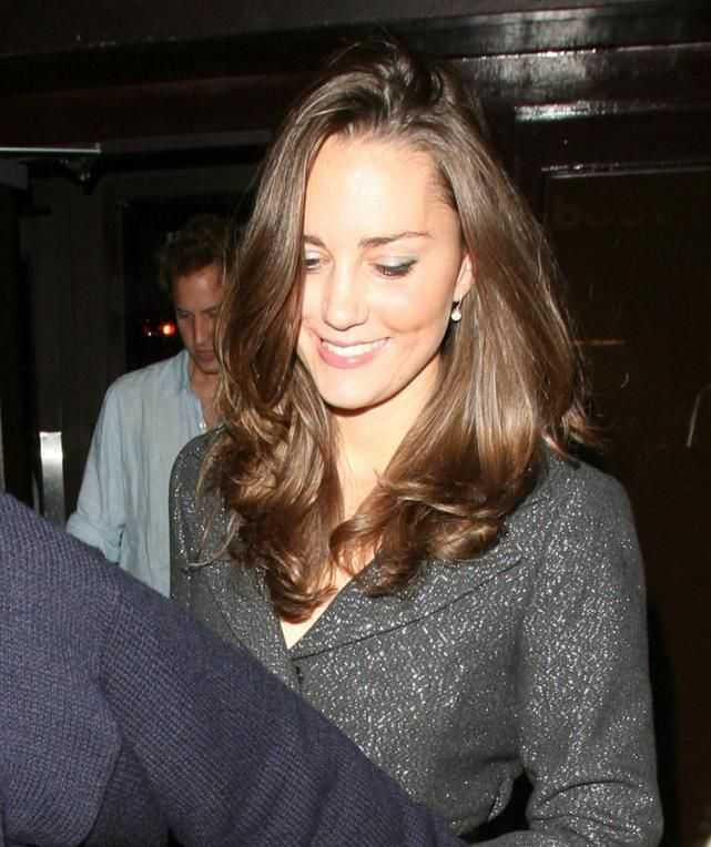 will-and-kate-leave-boujis-in-october-2007.jpg (641×764)