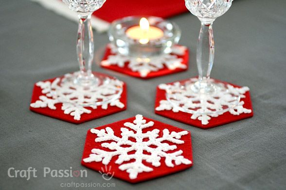 Crochet pattern and tutorial on how to make a Snowflakes Coasters by using lace thread and felt. Spice up the Christmas Table with a set of them.
