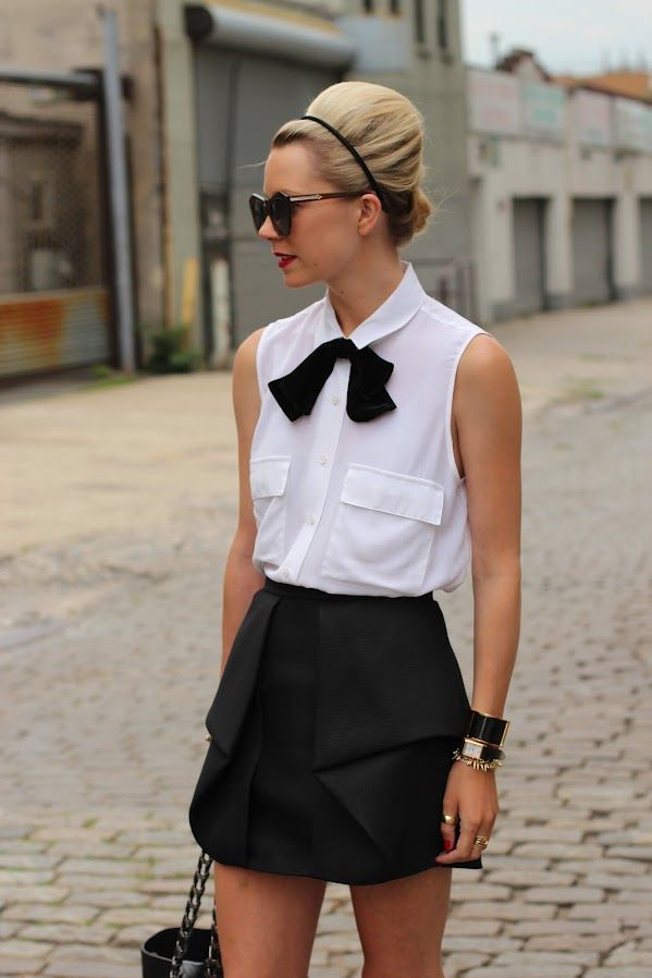 : Black N White, Atlantic Pacific, Bows Ties, White Fashion, Black And White, White Shirts, Street Style, Black Bows, Black White