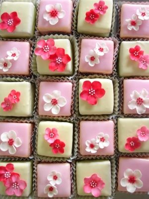 Individual pink fondant fancies and white chocolate cakes decorated with sugar blossoms. | Nicky Grant Wedding Cakes and Favours