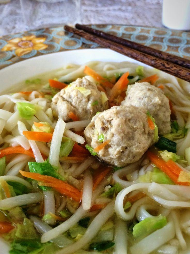 Barnestyrt spising: Oppskrift :: Tangled chickenballs (aka. nuddelsuppe med kyllingkjøttboller)