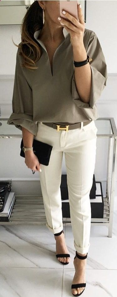 Solid, large long sleeve + Whit pants + sandal stilettos + hair: low side pony tail