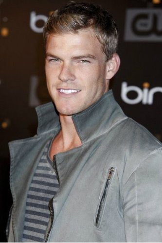 Alan Ritchson...god damn..one of the main reasons I watch Blue Mountain State