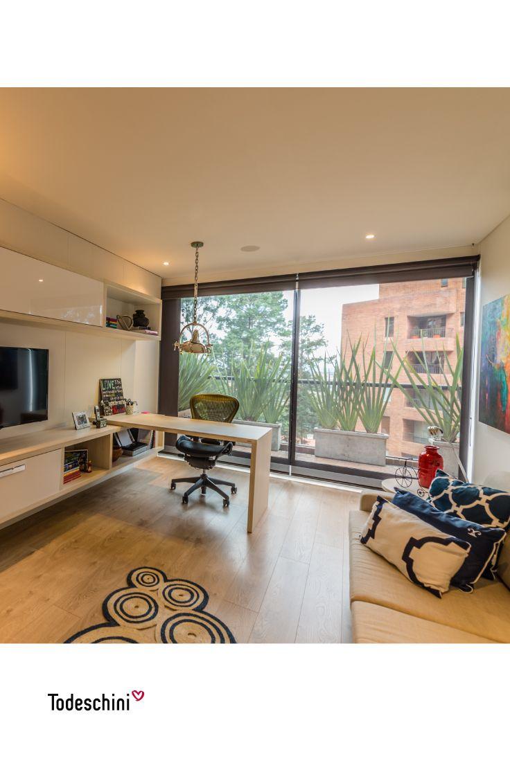 ¡Creamos el espacio de trabajo perfecto para que tus ideas vuelen! Trabajar desde casa en oficinas modernas y creativas es posible, en Todeschini diseñamos home offices inspiradores con estilos únicos. #Diseñodeinteriores #Decoración #Todeschini #ambientes #mueblesamedida #arquitectura #homeoffice