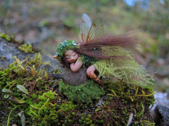 Gumnut forêts moussues minuscule Faery par Celia par scarletsbones