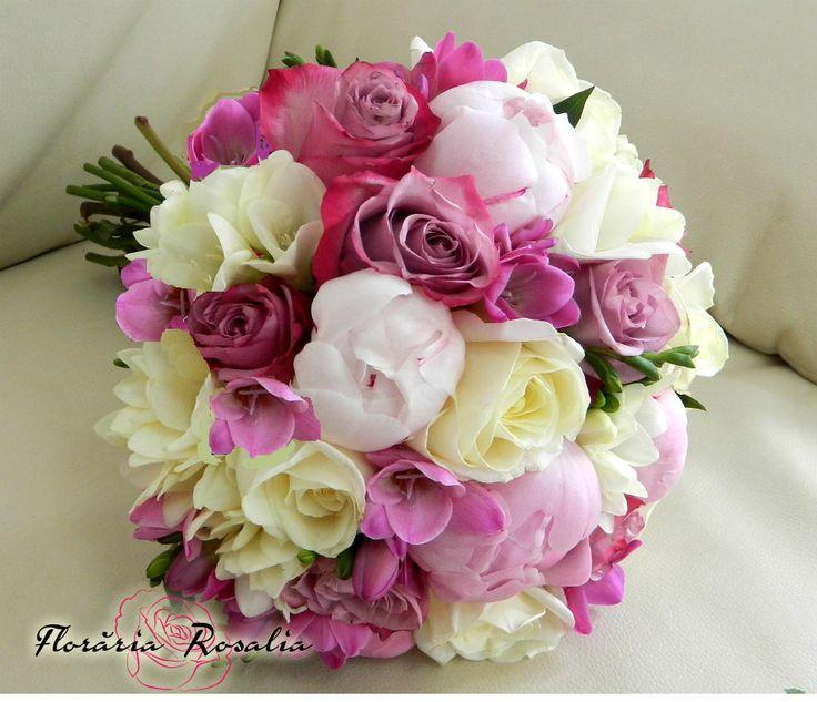 Buchet mireasa bujori trandafiri frezii nunta Rosalia Iasi