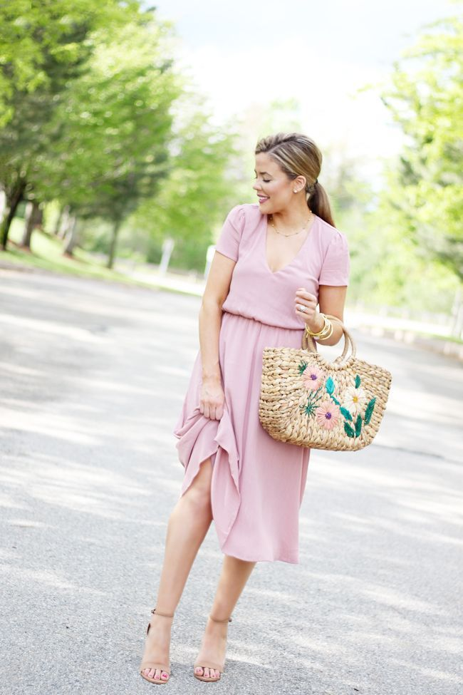 35db5d0c8b6 this wayf blouson midi dress is flattering on all figures  MidiDress   BostonBlogger  Wayf