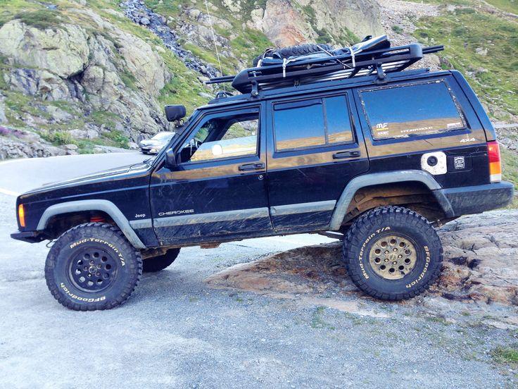 "Jeep Cherokee 1998 4.0 +3,5"""" BFG KM2 31x10,50"