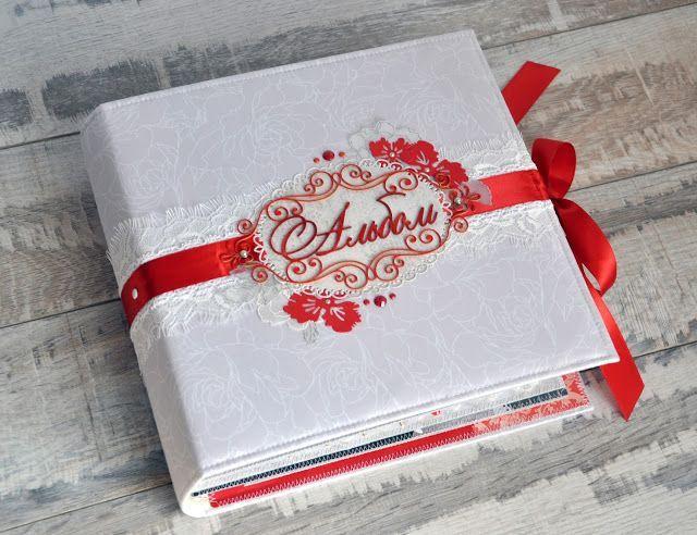 Свадебный альбом с красным декором.