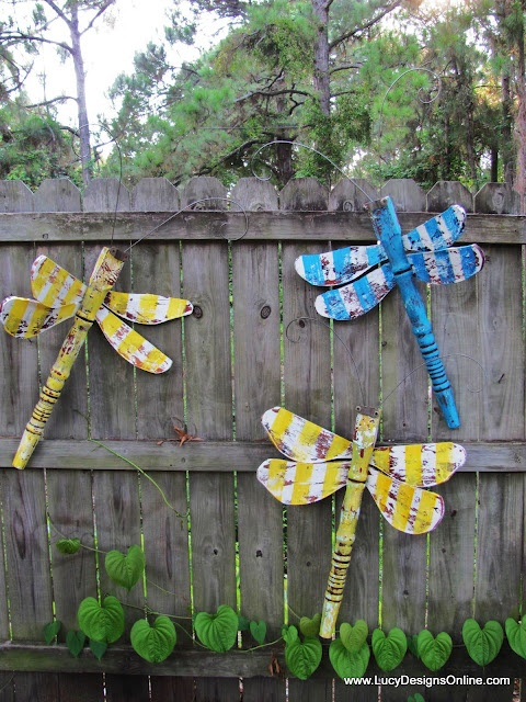 More fence dragonflies.  I'm thinking I could look for small old ceiling fans at yard sales (or wherever) and use the blades for wings.