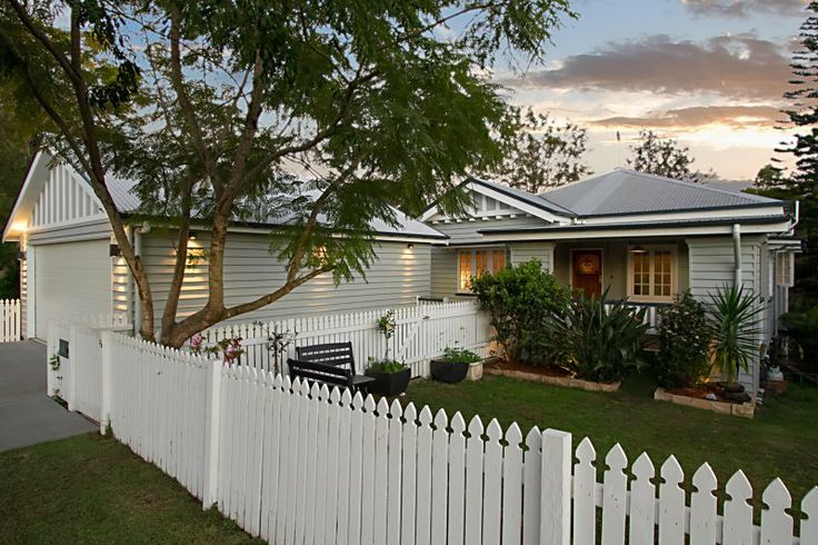 Front garden & façade of a 1930s Queensland worker's cottage