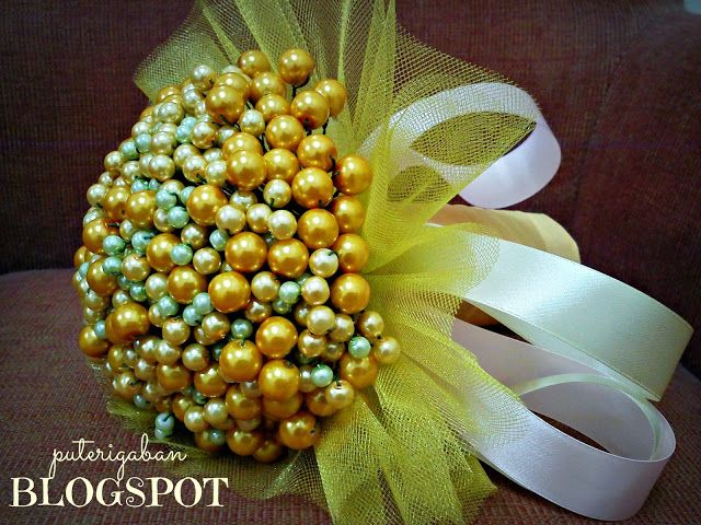 Nursaila Norman: Pearl Hand Bouquet : Bride 2 Be Shah Alam