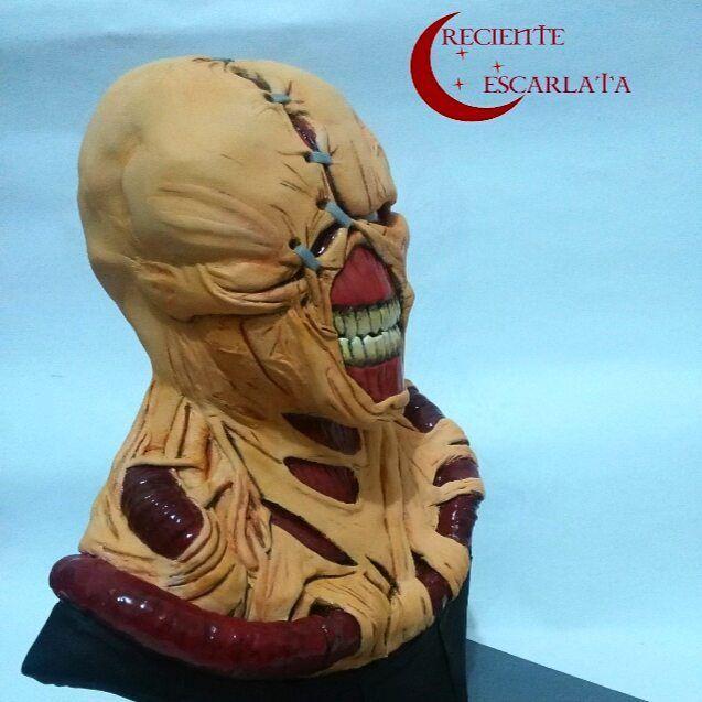 Busto de Nemesis de Resident Evil 3. Encargo. Trabajo hecho en Epoxy sobre porcelana fría y laca.
