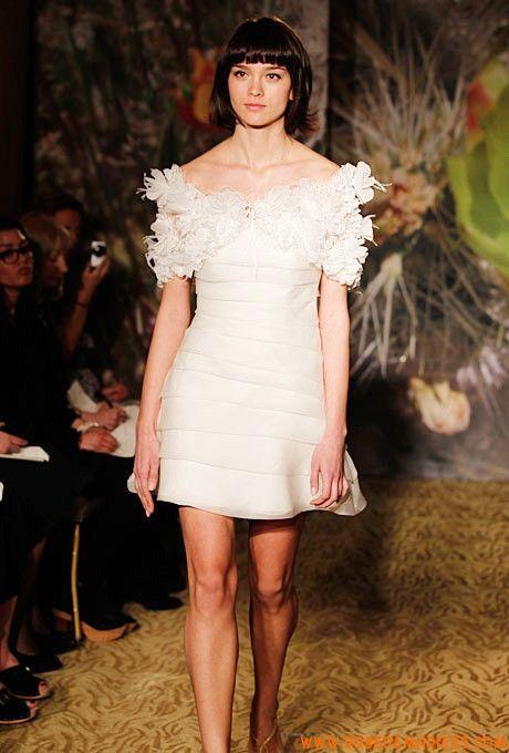 Robe de mariée courte avec châle en fleurs organza
