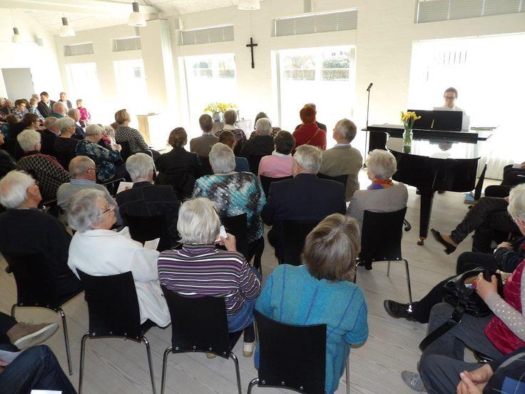 Sdr. Bjert Kirke i Kolding Provsti er under renovering, derfor blev påskens gudstjenester hér holdt i sognehuset.