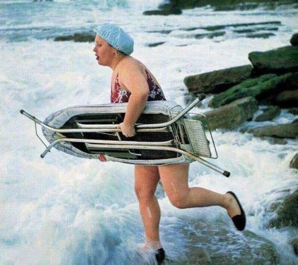 Surf's Up! ~ 16 Funny Family Photoss