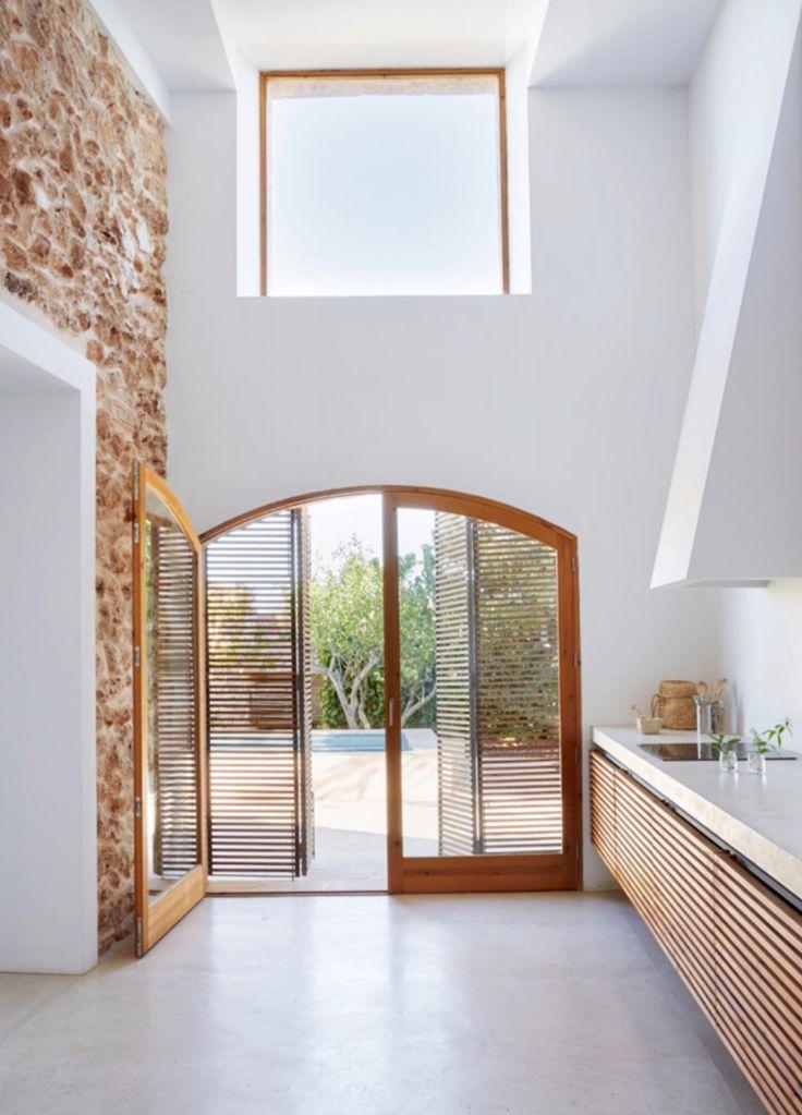 AN ARCHITECT'S MODERN HOLIDAY HOME ON MALLORCA