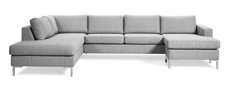Toronto är en prisvärd och generös 3-sits soffa med divan till vänster och schäslong till höger. Uttrycket är stilrent och modernt. De höga benen ger en luftig känsla och underlättar vid städning.