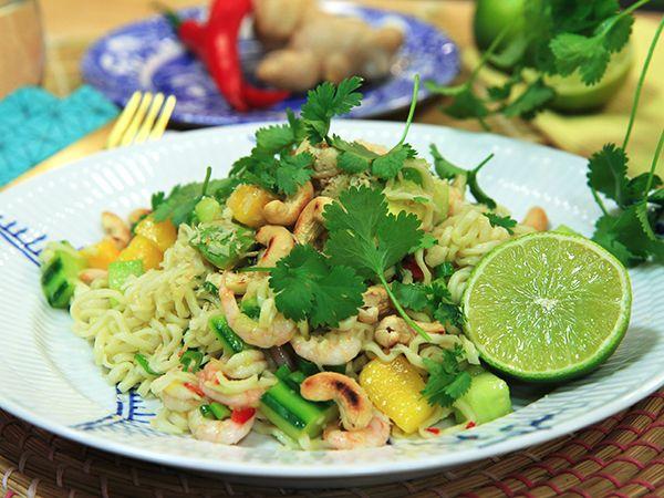 Asiatisk nudelsallad med räkor | Recept från Köket.se