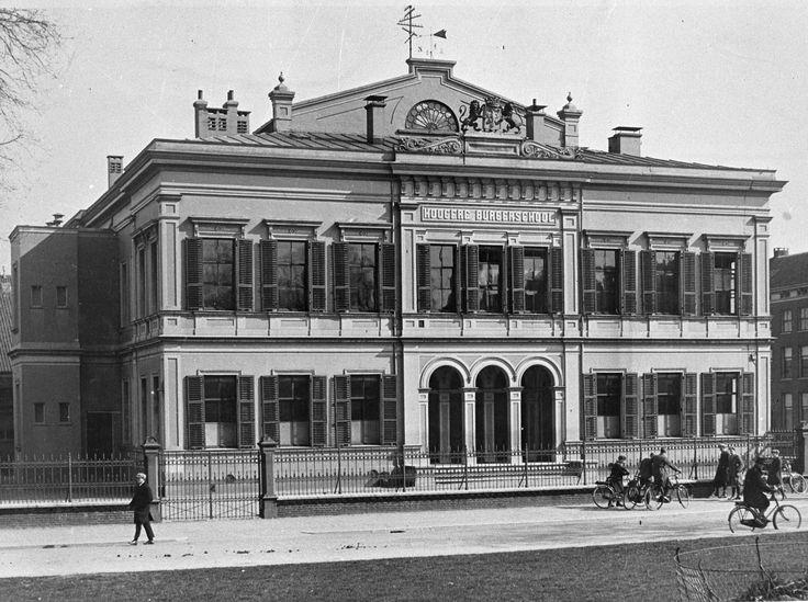 HBS (Hoogere Burgerschool) aan het Willemsplein in 1925. Helaas zoals zoveel mooie gebouwen in Arnhem is ook dit gebouw gesloopt (in 1959)