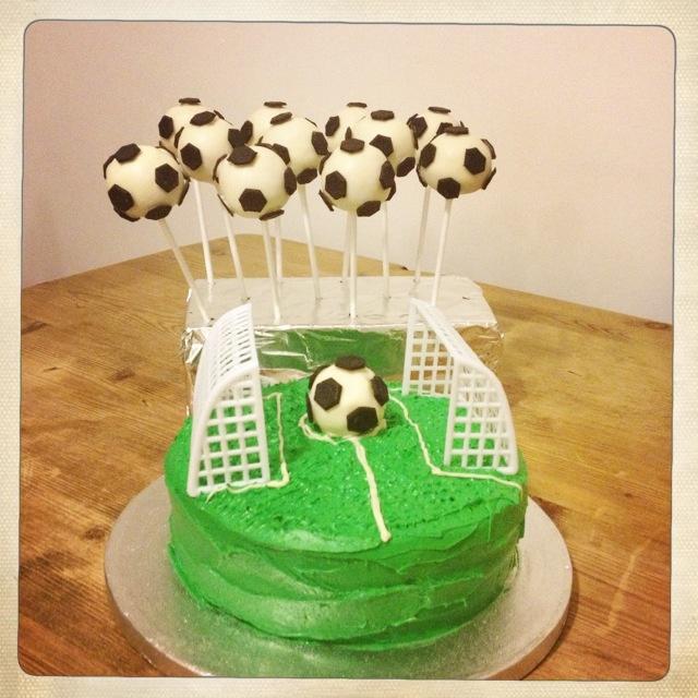 Football/ Soccer field cake & football / soccer ball cake pops