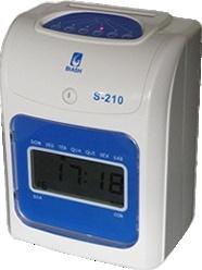 Relógio de Ponto Digital Biash S-210:  Novo com 01 ano de garantia;  Modelo Compacto;  Registra o ponto mesmo na falta de energia;  Possuí impressão em duas cores (preto e vermelho);  Puxador automático do cartão de ponto.