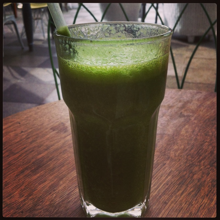 Coconut water, banana, spinach & spirulina juice - Delicious & nutritious to the last slurp!