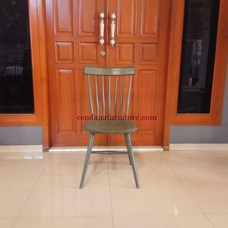 Kursi Cafe Jati Ekor Burung terbuat dari bahan baku kayu jati yang kami sempurnakan dengan finishing duco yang indah dan kuat.