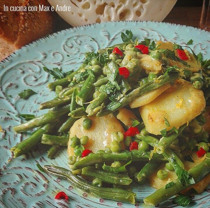Insalata tiepida di patate, piselli e fagiolini al limone e cocco - Per prima cosa sbollentare in acqua salata bollente i fagiolini e le patate...