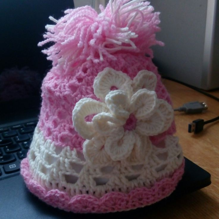 Girl's hat crochet project by Monique