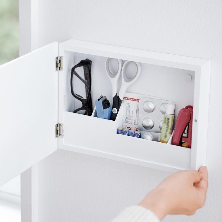 つい、出しっ放しの小物は壁に納めて、使いよく。|奥行きスリムな壁かけ小物ボックスの会