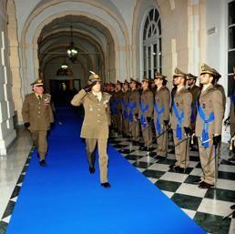 I militari in pensione potranno continuare a restare in servizio fino a fine 2015: http://www.lavorofisco.it/?p=24454