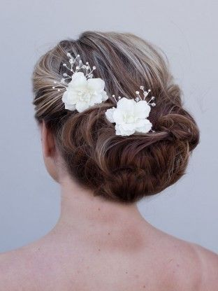 Beaded Flower Bridal Hair Pin. Good website of hair accessories - haircomesthebride.com