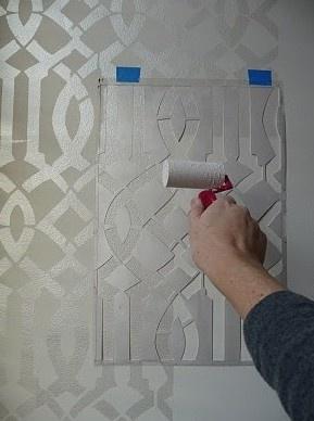 PINTURA EM PAREDE: Gloss Paintings, Wall Stencil, Trellis Stencil, Diy Tutorials, Master Bedrooms, Imperial Trellis, White Paintings, Wall Design, Accent Wall