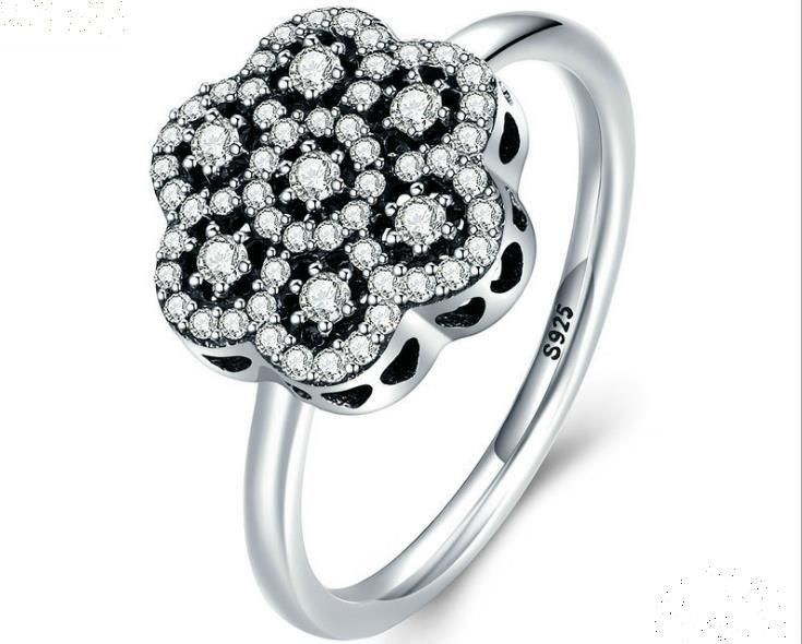 pandora cubic zirconia flower ring $35 #pandora#flower#ring#cubiczirconia#fashion#silverring#trebdy#new#pandora 🎄🎄🎄whatsapp +8618263456178