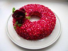 Один из немногих салатов, когда внешний вид не уступает вкусовым качествам. Салат очень красивый, можно даже сказать - эффектный. Украсит любой праздник. Особенно Новый год или день рождения. Ингре...