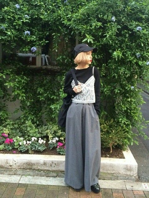 マキシ丈のソフトなフレアパンツで原宿系甘辛ミックス! 裏原系タイプのファッション スタイル参考コーデ♡