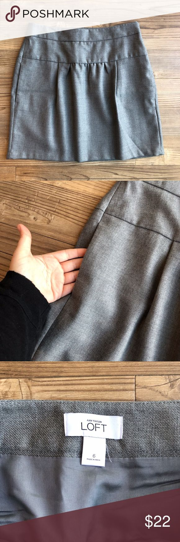 "Ann Taylor LOFT Skirt w/Pockets Women's Ann Taylor LOFT Skirt Size 6 Gray Pockets Side zip closure Above the knee length Lined Puckered front No stains or holes Nonsmoking home  Approx Measurements: 16"" Waist Flat 23"" Hips 18"" Side length  BLR sku: 042354101774 LOFT Skirts Midi"
