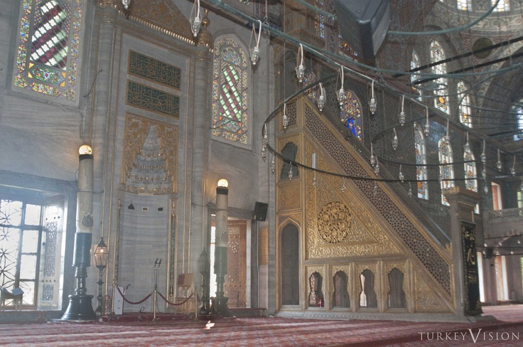 The qibla wall has been differentiated in its design from the other walls to accommodate its special function. Where the peripheral extensions on three sides are covered with three semi-domes, the qibla recess is composed with two semi-domes on the sides, joining a straight wall in between, where the tall marble frame of the mihrab niche is positioned at the center. #ottoman #architecture #bluemosque