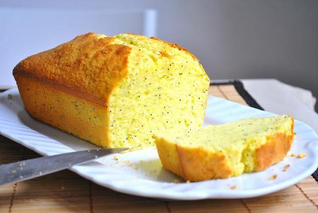 Séparez les blancs des jaunes d'oeufs. Battez les blancs en neige et réservez.Dans un autre saladier, battez les jaunes et le sucre en poudre.