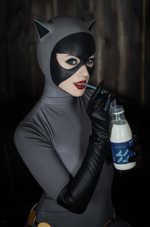 Character: Catwoman (Selina Kyle) / From: DCAU's 'Batman: The Animated Series' / Cosplayer: Kseniya Beknazarova (aka Kamiko-Zero) / Photo: WiseKumagoro (Sora Wisekumagoro) (2016) http://amzn.to/2qVpaTc