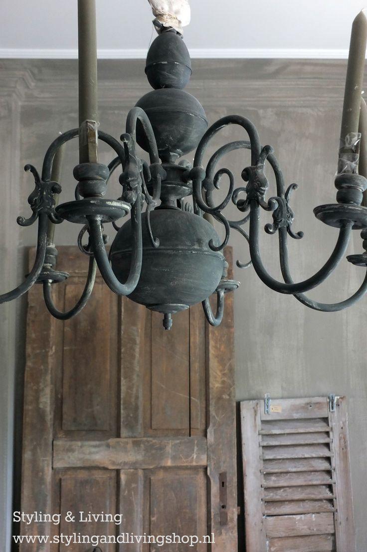 Koperen kroonluchter geverfd met Annie Sloan Chalkpaint Voor meer informatie en voorbeelden kijk op : www.stylingandlivingshop.nl