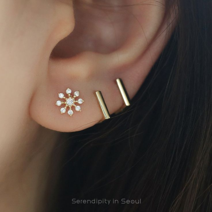 704d469ac Snowflake Cartilage Stud Earring- 14K Gold in 2019 | fashion ...