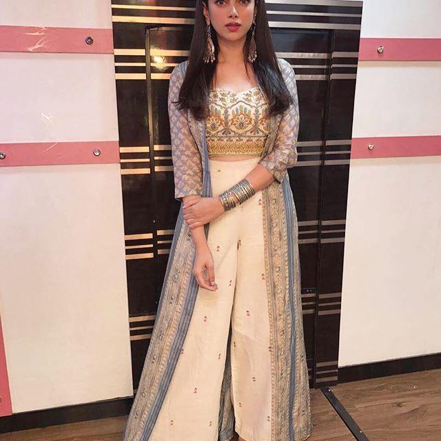 Channeling Desi boho vibes for today! Outfit : @label_anushree Jewellery : @amrapalijewels Styling : @sanamratansi Assisted by : @anushka_09 @bhoomithefilm
