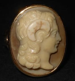 Alexander the Great 18th century cameo, set in a modern 18 kt gold ring.