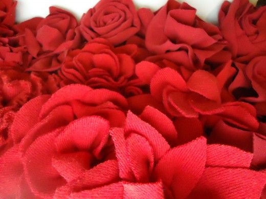 How to make Fabric Flowers from Old T-shirts..   http://hubpages.com/hub/Make-Gorgeous-Fabric-Flowers-from-Old-T-shirts