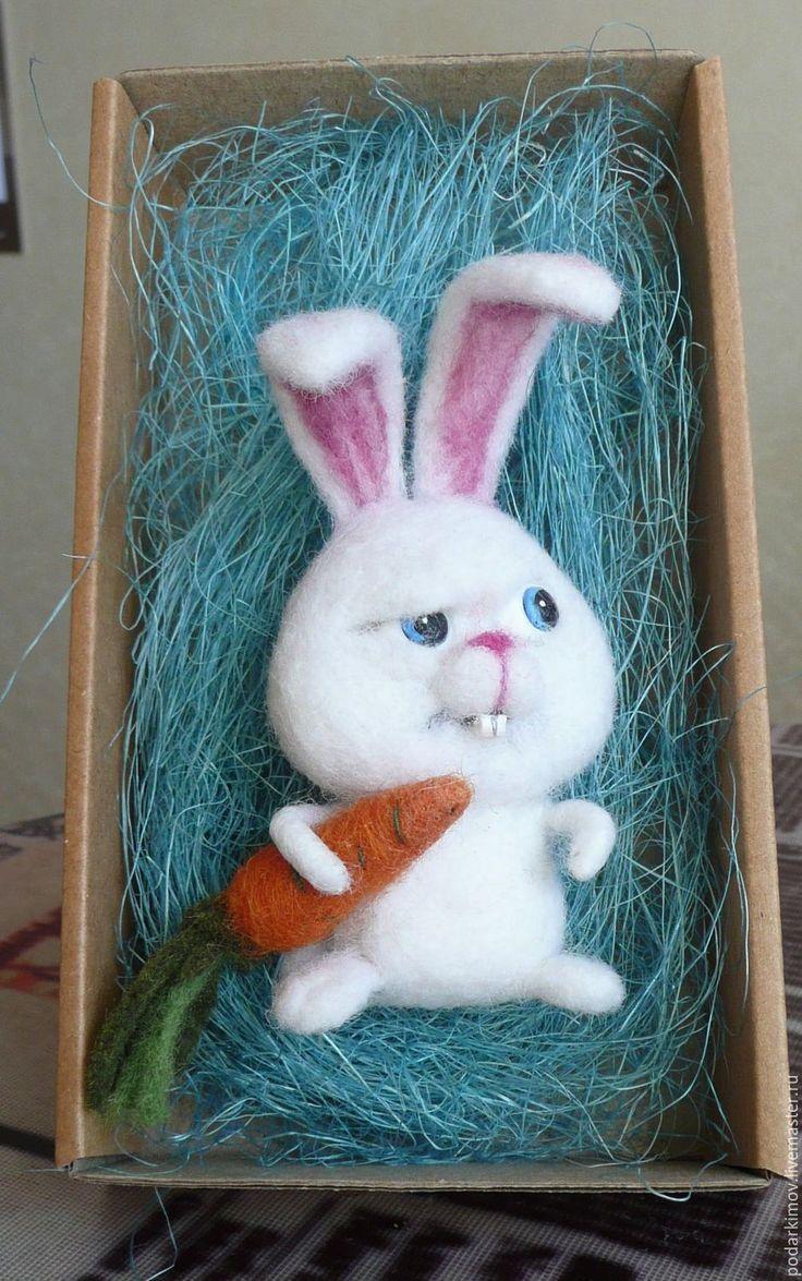 """Купить Зайчик """"""""Снежок"""". Брошь валяная из шерсти для Марии. - белый, зайчик, валяная игрушка"""