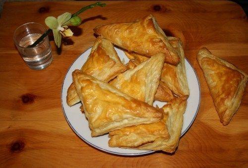 Blätterteigtaschen mit Schmand-Vanille-Honig-Füllung